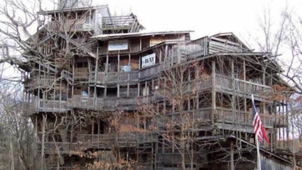 Crossville - plus grande cabane en bois du monde