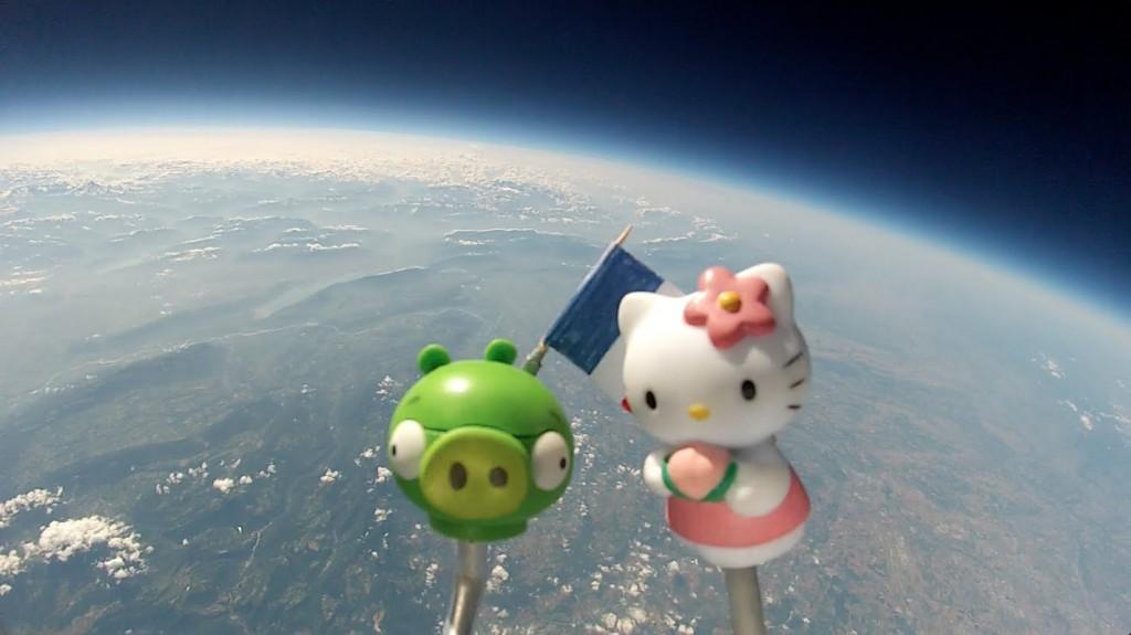 Bad_Piggies&Hello_Kitty_espace