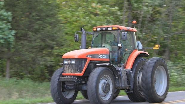 une course poursuite avec la gendarmerie 50 km h sur un tracteur. Black Bedroom Furniture Sets. Home Design Ideas