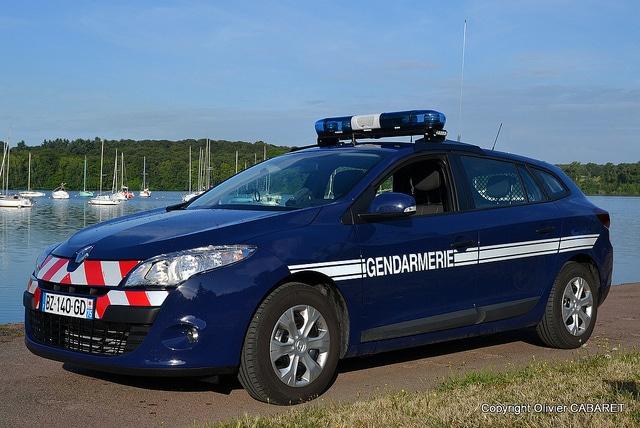 Ivre et sans permis, il essaie de voler une voiture de police lors de son interpellation