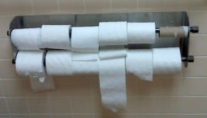 Les Japonais invités à faire des réserves de papier toilette