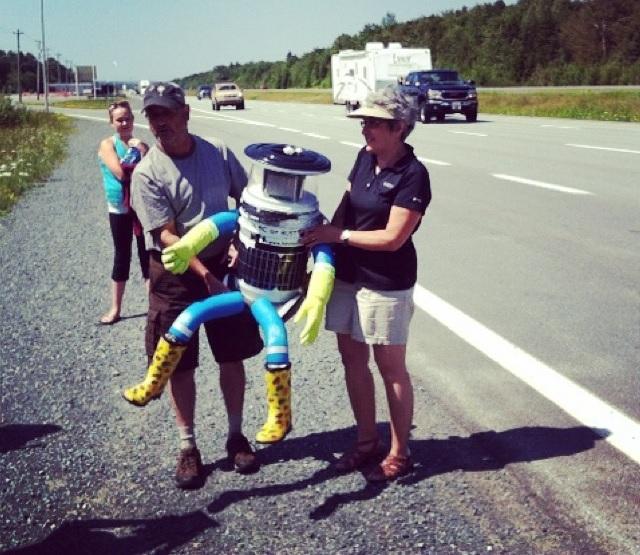 Un robot auto-stoppeur traverse le Canada d'est en ouest