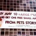 Pour l'achat de dix grandes pizzas, recevez un petit animal