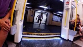 Une course contre le métro londonien entre deux stations