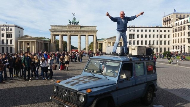 Il réalise un tour du monde long de 26 ans à travers 172 pays et accompli avec une seule et même voiture