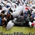 Le record de la plus grande bataille d'oreillers au monde battu par 4 201 personnnes