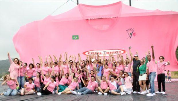 Un T-shirt de 62,73 mètres de large pour récolter des fonds contre le cancer du sein