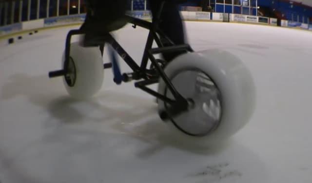 Des roues de glace sur un vélo