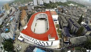 Une piste d'athlétisme longue de 200 mètres construite sur le toit d'une école en Chine