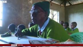 Âgée de 90 ans, elle rejoint les bancs de l'école primaire pour apprendre à lire et écrire