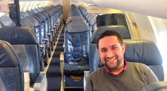 Un avion de ligne décolle avec seulement deux passagers à bord