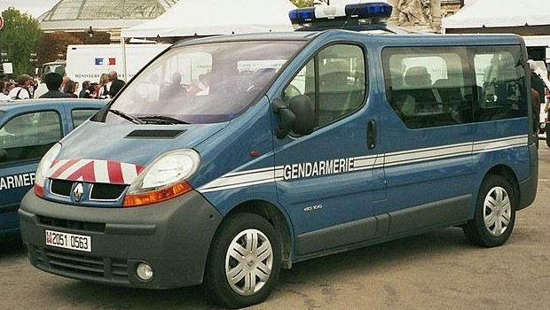 Conduisant-sans-permis-il-klaxonne-derri%C3%A8re-un-fourgon-de-la-gendarmerie-et-se-fait-arr%C3%AAter-620x350
