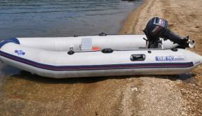 Ivre, il essaie de réanimer un bateau pneumatique