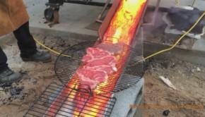 steaks grillés lave