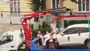 strip tease russie éviter enlèvement voiture fourrière