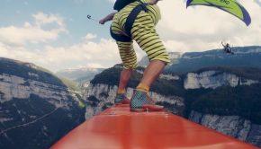 flying-frenchies-surfent-dans-le-vide